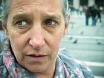 Возмужалая женщина снаружи Стоковая Фотография