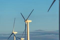 Возобновляющая энергия - ветротурбины против голубого неба Стоковое Фото