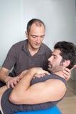 Возьмите с физическим терапевтом стоковые фотографии rf