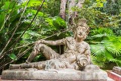Возлежа ангел для украшения в ботаническом саде Стоковая Фотография RF