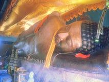 Возлежа Будда на своем левом Ang Thom Preah Стоковая Фотография RF