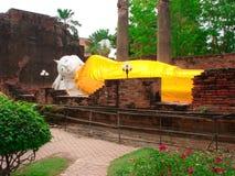 Возлежа Будда на Wat Yaichaimonkol Стоковые Изображения RF