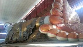 Возлежа Будда отображают или пагода Chauk Htat Gyi Стоковая Фотография