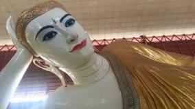 Возлежа Будда отображают или пагода Chauk Htat Gyi Стоковые Изображения RF