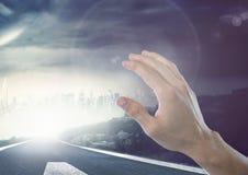 Воздух руки касающий темного пасмурного пирофакела дороги Стоковая Фотография