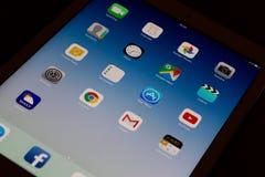 Воздух IPad с современными социальными применениями средств массовой информации стоковое изображение rf