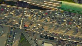 Воздушная верхняя часть вниз осматривает съемку затора движения с обеих сторон шоссе в выравниваясь часе пик Стоковое фото RF
