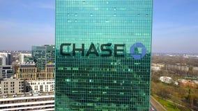 Воздушная съемка небоскреба офиса с логотипом банка гоньбы JPMorgan строя самомоднейший офис Редакционное 3D представляя зажим 4K иллюстрация штока