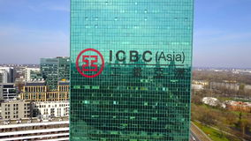 Воздушная съемка небоскреба офиса с промышленным и коммерческого банка логотипа Китая ICBC строя самомоднейший офис иллюстрация вектора