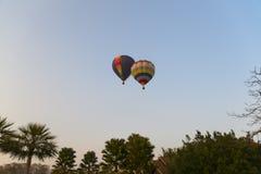2 воздушного шара в небе Стоковые Фото