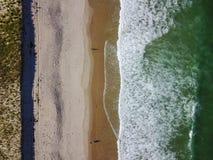 Воздушное изображение красивых пляжа и Атлантического океана Стоковое фото RF