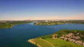 Воздушное красивое озеро ландшафта сток-видео