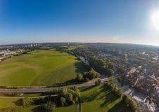 Воздушное фото лугов и реки Regnitz на Erlangen Стоковые Изображения