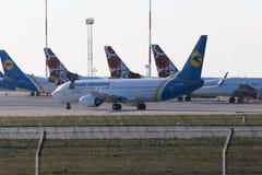 Воздушные судн Боинга 737-800 авиакомпаний международных перевозок Украины Стоковые Изображения