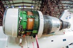 Воздушные судн двигателя на кабеле во время ремонта Стоковое фото RF