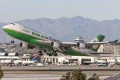 Воздушные судн груза Боинга 747 груза Eva Airways Eva Air принимая от международного аэропорта Лос-Анджелеса Стоковые Фотографии RF