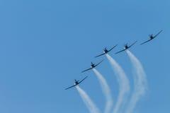 Воздушные судн летая акробатика образования Стоковые Изображения