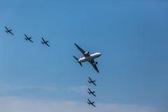Воздушные судн летая акробатика образования Стоковое Изображение RF