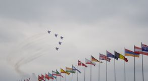 Воздушные судн и флаги Стоковая Фотография