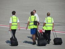 Воздушные судн комплектуют штаты с их багажом на авиапорте Стоковое Изображение