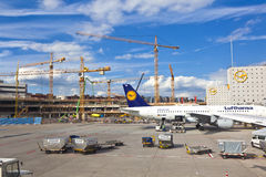 Воздушные судн на рисберме на международном аэропорте Франкфурта Стоковое Изображение RF
