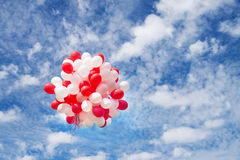 Воздушные шары в небе, облака Торжество, событие Стоковое Изображение RF