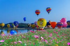 Воздушные шары в небе, фестивале воздушного шара, фиесте 2017 воздушного шара Singhapark международной Стоковые Фото