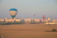 Воздушные шары летания стоковая фотография