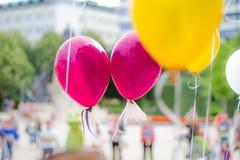 Воздушные шары партии влюбленности с предпосылкой bokeh Стоковая Фотография RF