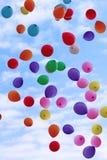 Воздушные шары цвета летания Стоковые Изображения
