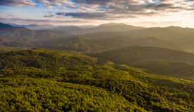 Воздушный ландшафт пасмурная долина неба горы Стоковые Изображения