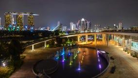 воздушный весьма быстрый промежуток времени 4k снял занятого горизонта городского пейзажа Сингапура в освещении светов города ярк видеоматериал