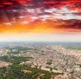 воздушный взгляд london Городской пейзаж на заходе солнца Стоковые Фото