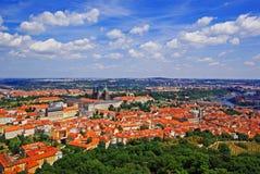 воздушный взгляд prague замока стоковые фото