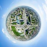 Воздушный вид на город ландшафт урбанский Съемка вертолета изображение панорамное Стоковое Изображение