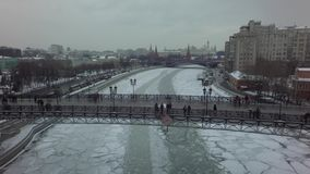 Воздушный красивый трутень 4k вертолета Москвы сток-видео