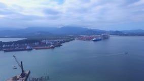 Воздушный отснятый видеоматериал порт Сантоса Город Сантос в положении Бразилии Сан-Паулу Июль 2016 акции видеоматериалы