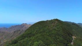 Воздушный отснятый видеоматериал природного парка Anaga в северном Тенерифе, Канарских островах, Испании сток-видео