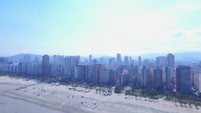 Воздушный отснятый видеоматериал пляжа город Сантоса в положении Сан-Паулу в Бразилии Июль 2016 видеоматериал