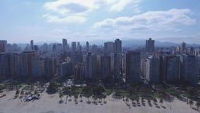 Воздушный отснятый видеоматериал пляжа город Сантоса в положении Сан-Паулу в Бразилии Июль 2016 сток-видео