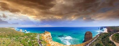 Воздушный панорамный взгляд 12 апостолов плавает вдоль побережья на большом ro океана Стоковое фото RF