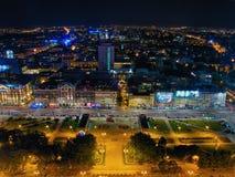 Воздушный панорамный взгляд на Варшаве городской к ноча, от вершины дворца культуры и науки, Варшава, Польша Стоковое Изображение RF