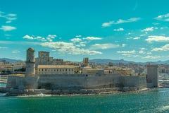 Воздушный панорамный взгляд на старом порте в марселе стоковые фото