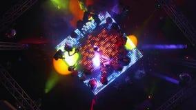 Воздушный трутень снятый над танцевать людей сток-видео