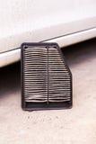 Воздушный фильтр автомобиля пакостный Стоковые Изображения RF