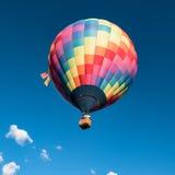 Воздушный шар в голубом небе Стоковые Фотографии RF