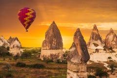 Воздушный шар в Cappadocia, Турции стоковая фотография rf