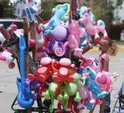 Воздушный шар забавляется для продажи во время парада в маленьком городе Америке Стоковые Изображения RF