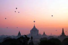 Воздушный шар на пагоде на Bagan Мьянме Стоковая Фотография RF
