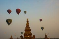 Воздушный шар на пагоде Myanma Стоковое фото RF